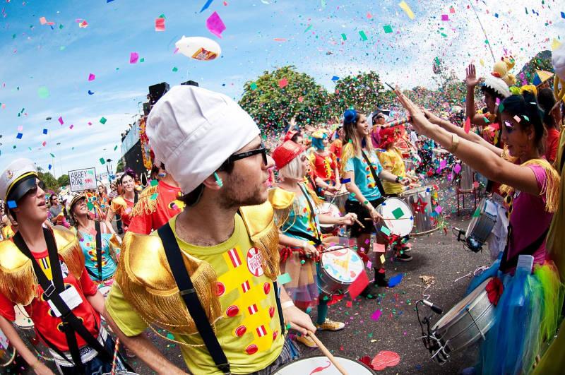 carnaval-blocos-bresil-manaus-deguisement