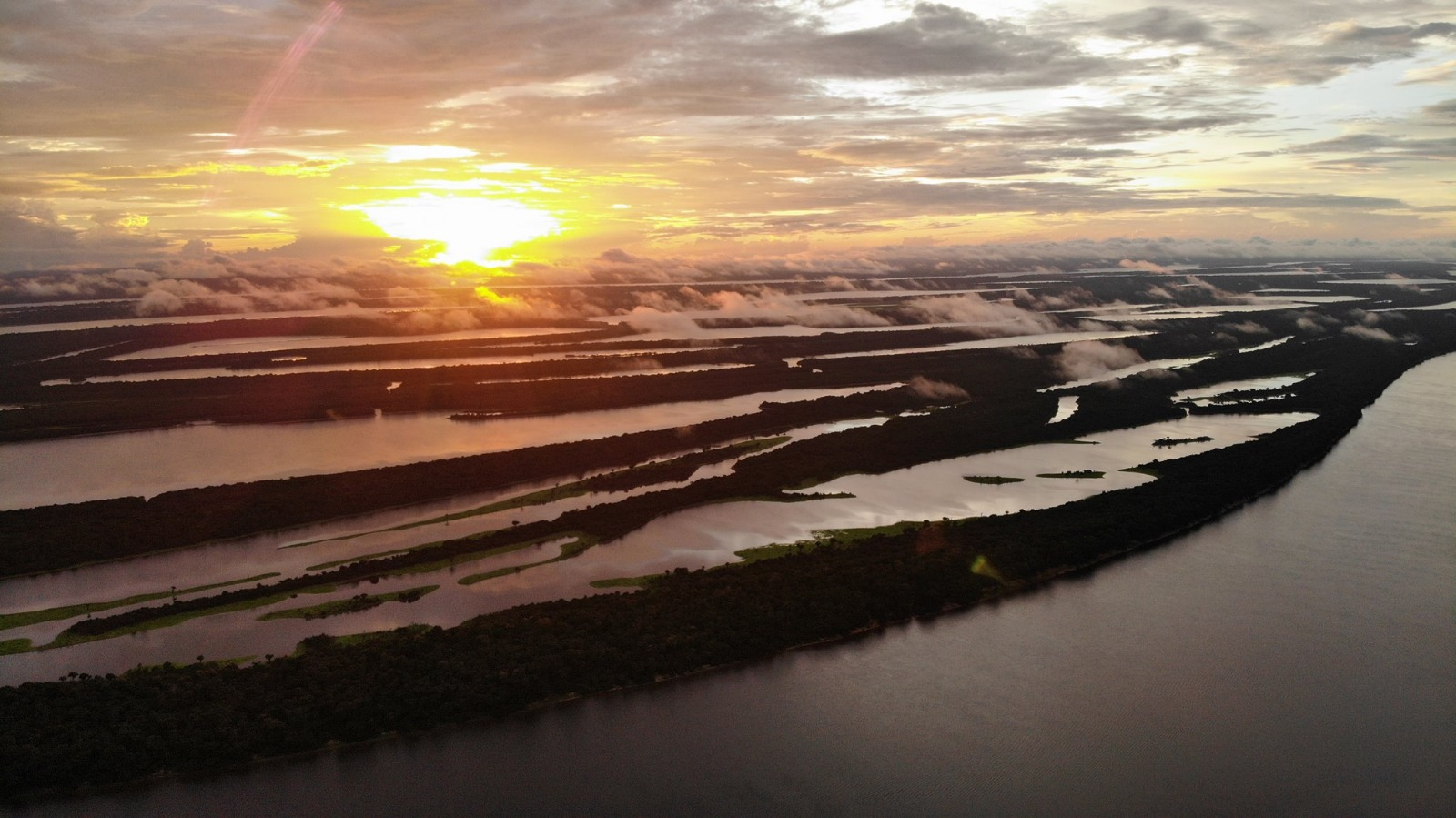 coucher-de-soleil-archipel-anavilhanas