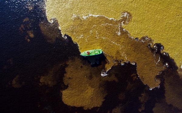 La rencontre des eaux à Manaus