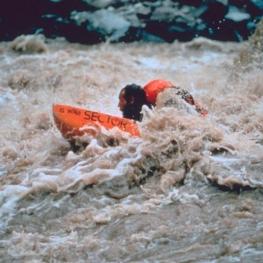 mike-horn-nage-amazone-hydrospeed