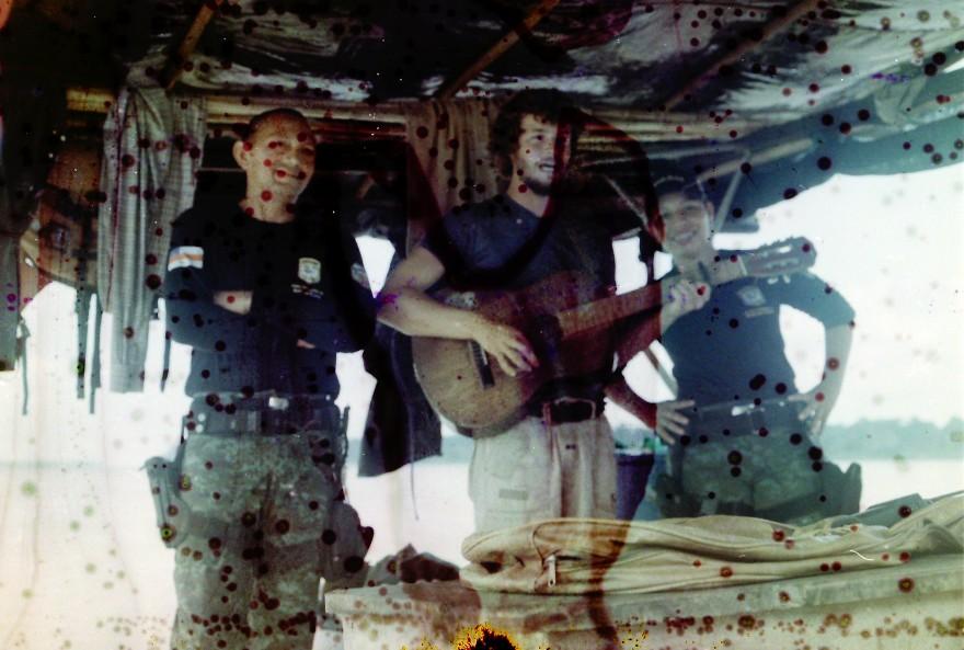 Guitare Amazonie Police